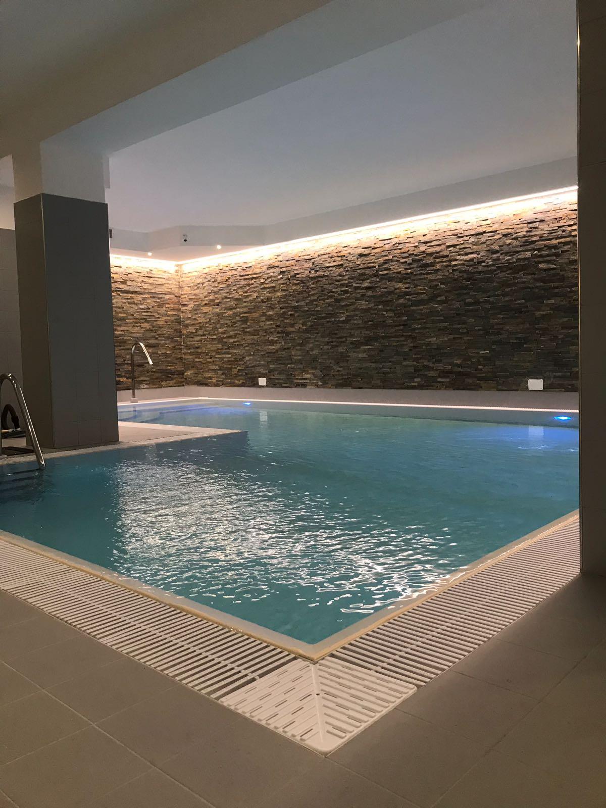 Finalmente una palestra con piscina coperta ad anacapri il don apre le porte alla comunit - Palestra con piscina ...